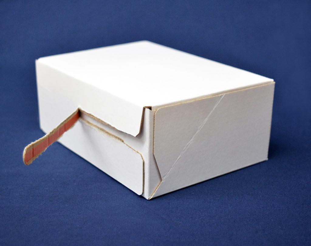 E-handel förpackning rivtejp